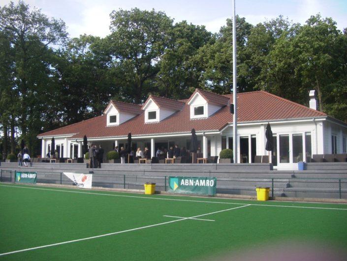Houten clubhuis 3227