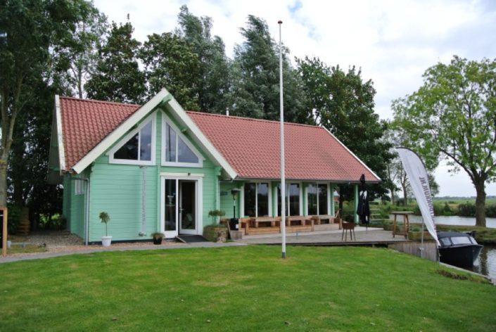 Houten clubhuis 3505